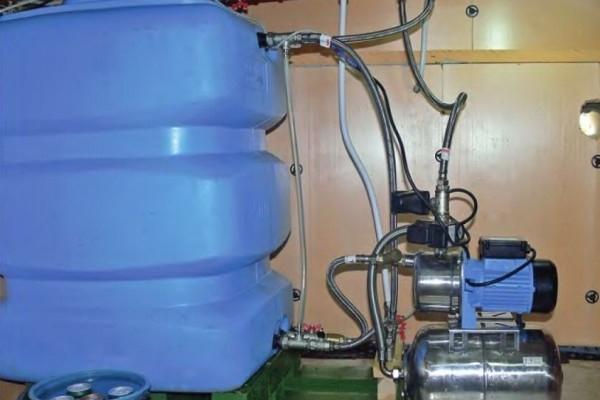 Забор привозной воды из бака