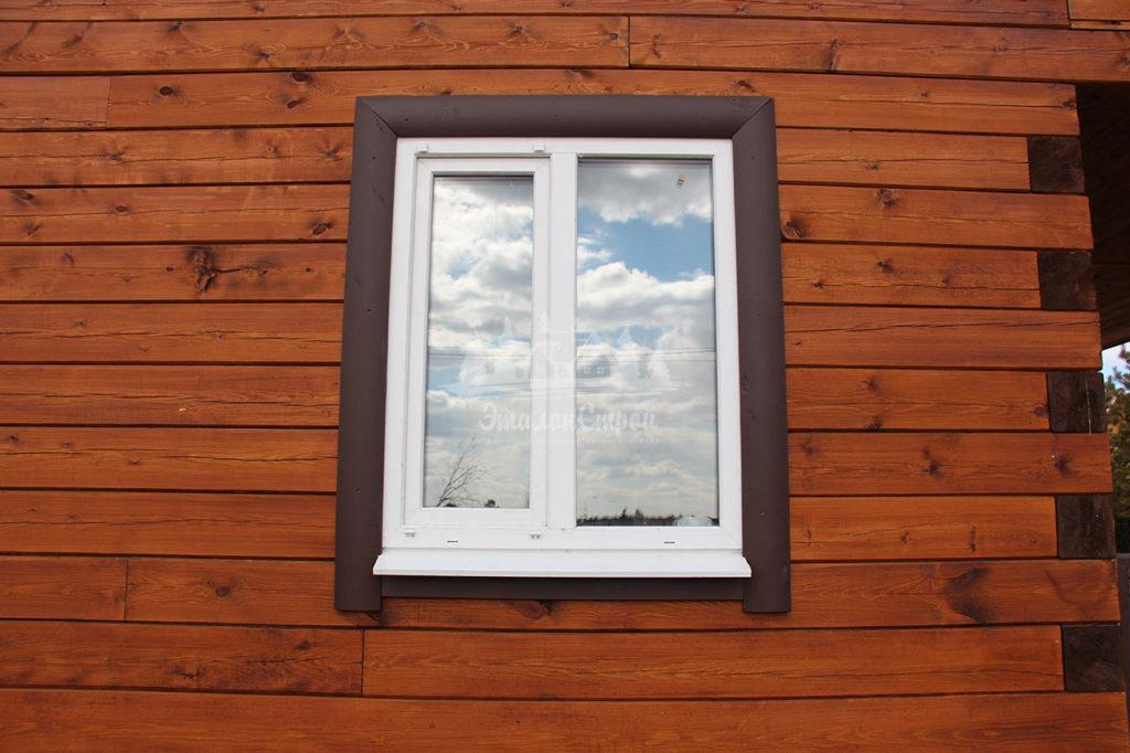 Окно с декоративным обналичником