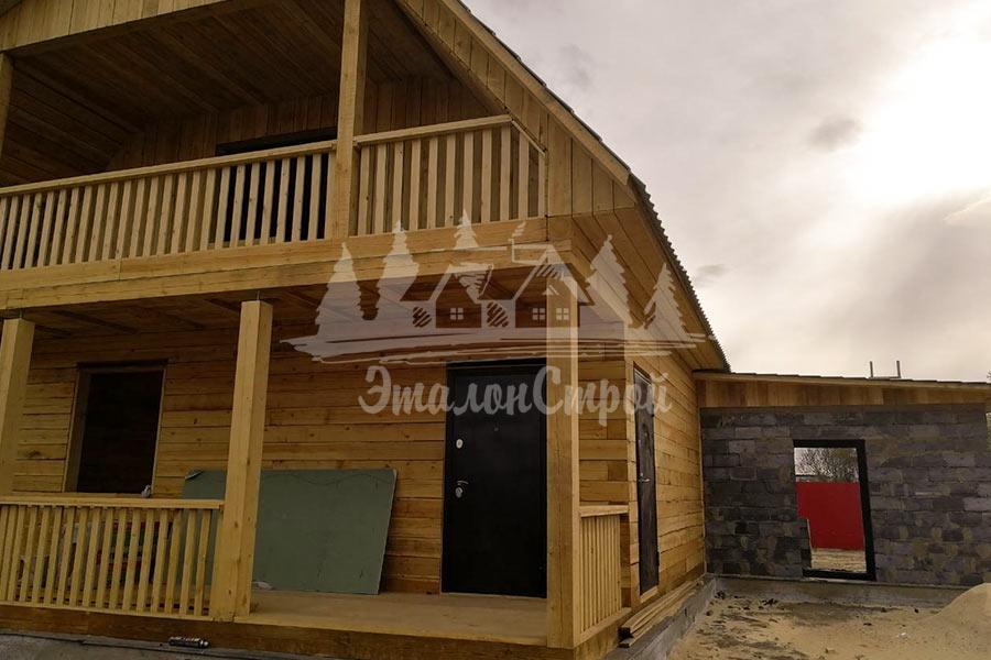 Дом из бруса с террасой и теплой мансардой