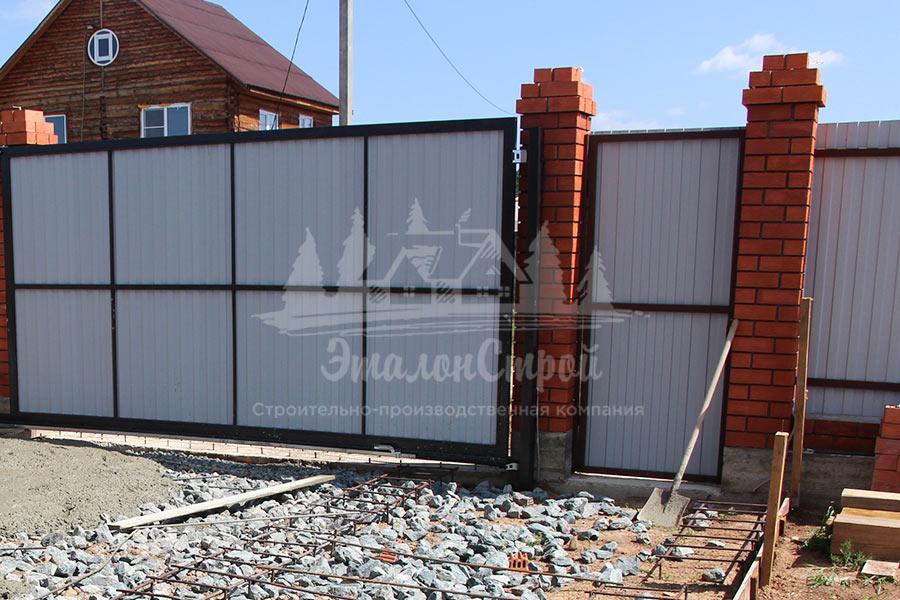 Одноэтажный дом из бруса с гаражом на две машины